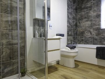 Main Bathroom Maderia Lodge by Aspire Leisure Homes-min (1)